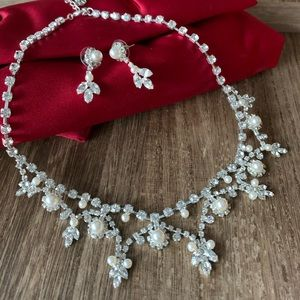 Silver plated rhinestone and pearl necklace set